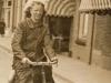 1. Claire op de fiets.jpg